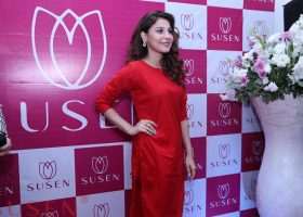 Celebrity cheif guest Hina Altaf arrived at the store launch of Susen with great fanfare at LuckyOne Mall