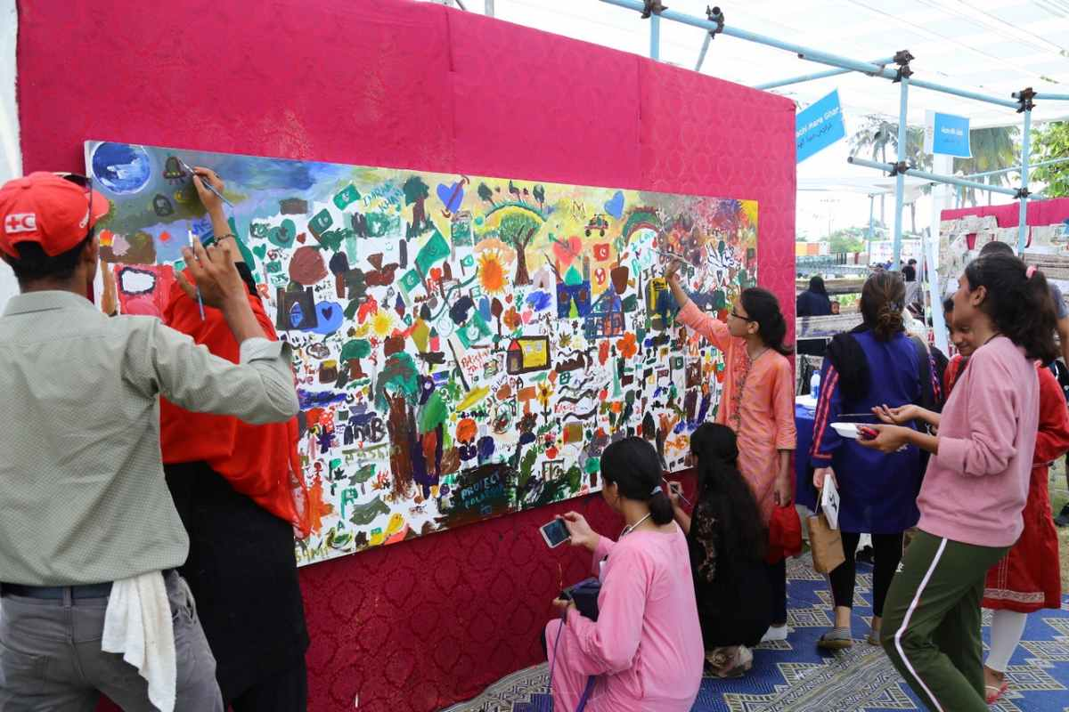 A sight to behold while the visitors effortlessly painted the canvas